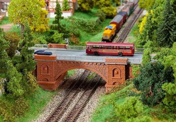 N Eisenbahn.-Straßenbrücke