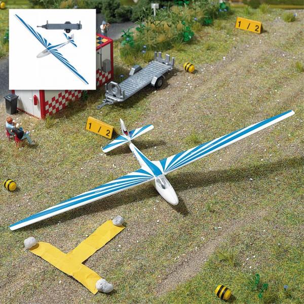 87 Segelflugzeug, blau